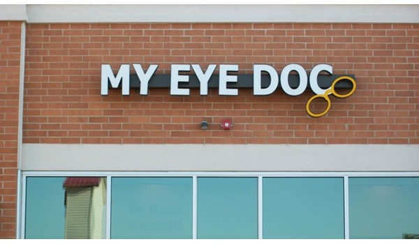 Electric sign for an eye doctors practice in Gurnee