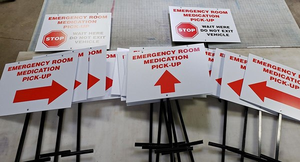 Temporary emergency signs to direct patients at hospital
